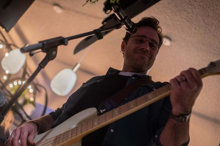 Pieter-Bart Giebels - bassist close up